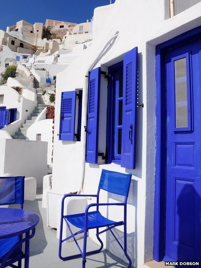 traditional colours of a Greek town house